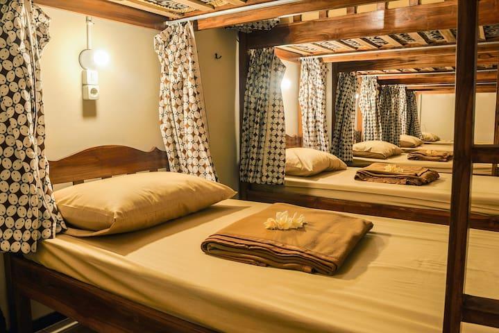 Rumah Larasati (4 Bed)