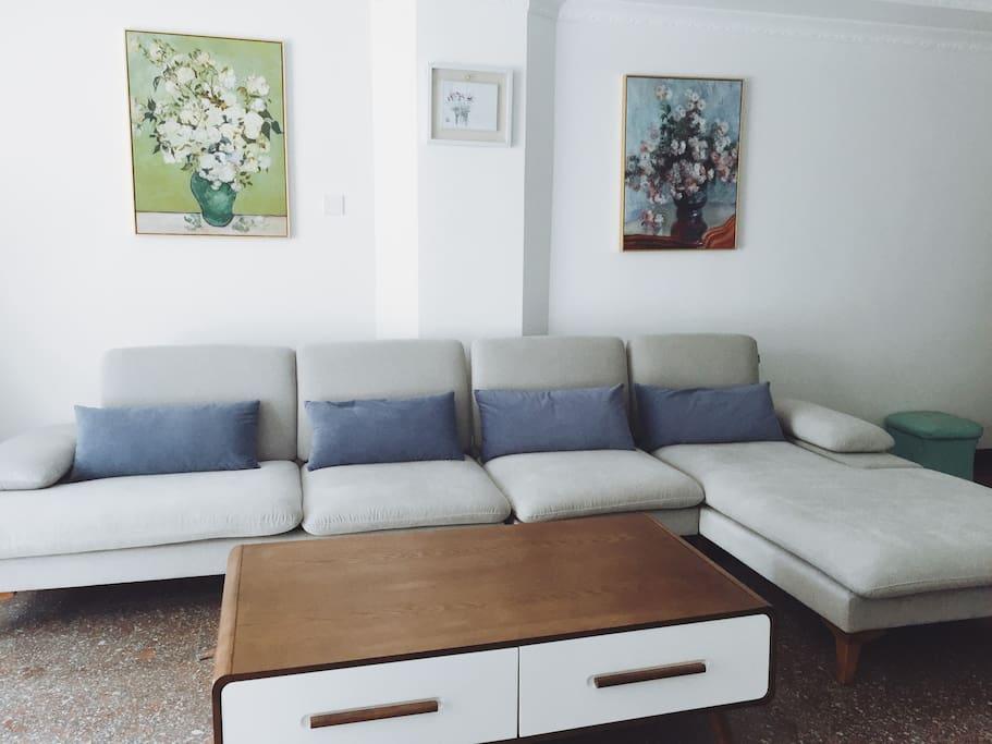这是客厅沙发区
