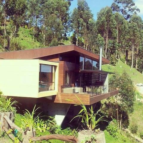 Maravillosa cabaña frente a la represa de Guatapé