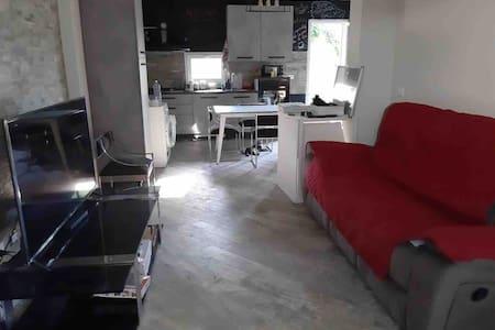 Stanza privata in casa di campagna sul fiume Liri