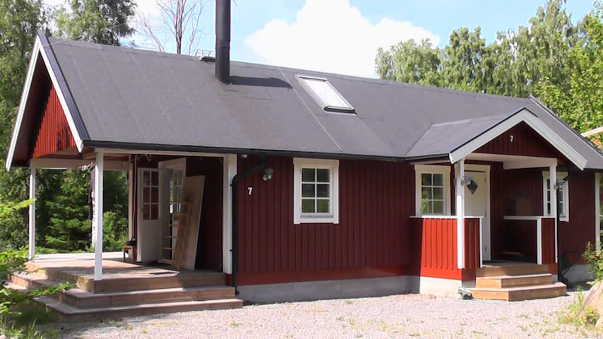 Cozy new wooden Stuga in Åsljunga. Two bedrooms.