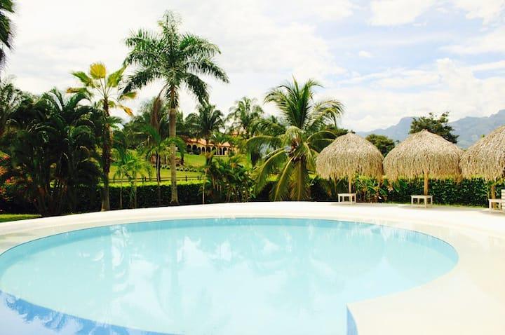 Entire Villa near Bogotá / Nilo!