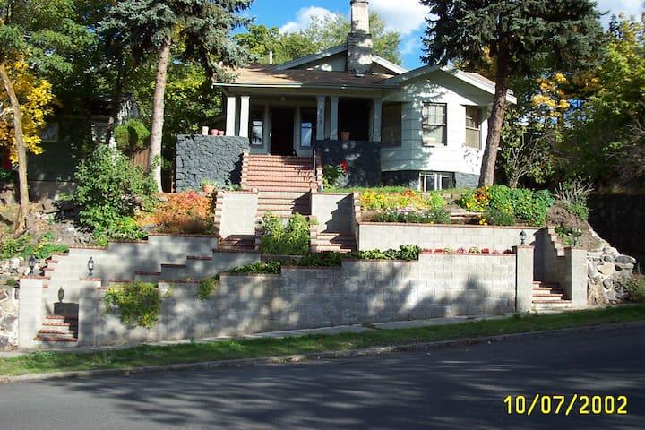 The Inn on Cedar (lower south hill)   rm#1 of 4