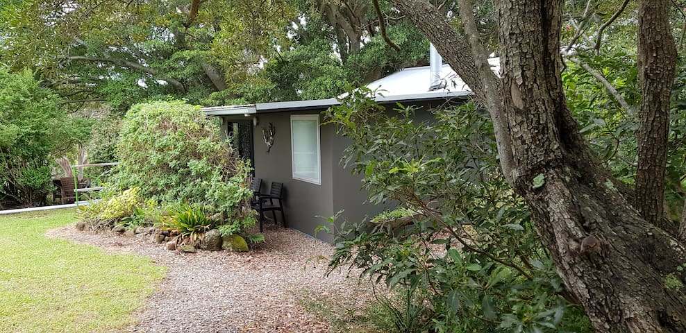 Kookaburra Cottage, self contained, very inviting,