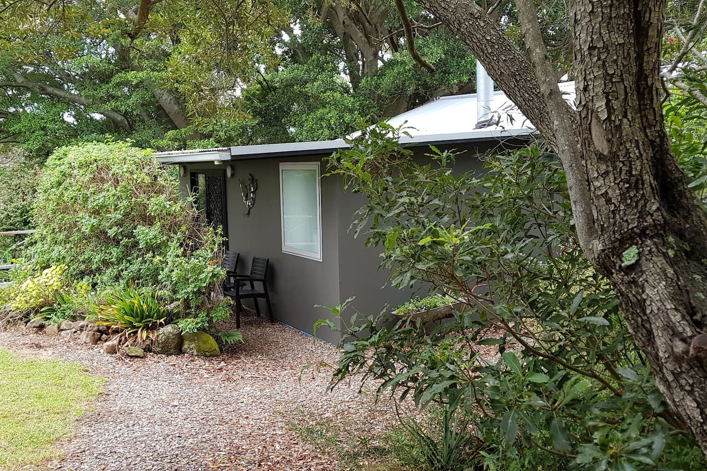 Entrance to kookaburra cottage is along the gravel pathway..