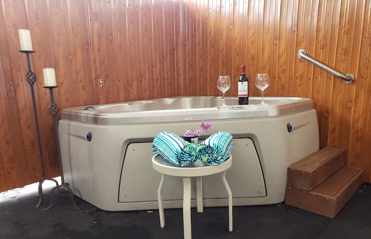 R & R VACATIONAL #2 WITH  PRIVATE JACUZZI