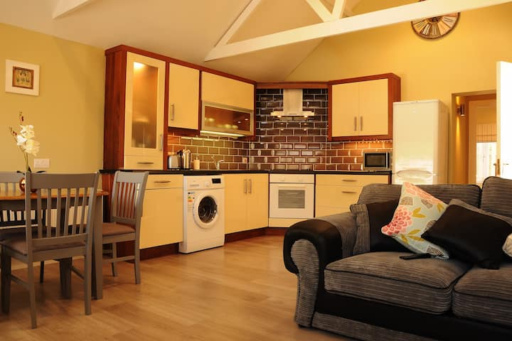 Newly Refurbished Private Apartment