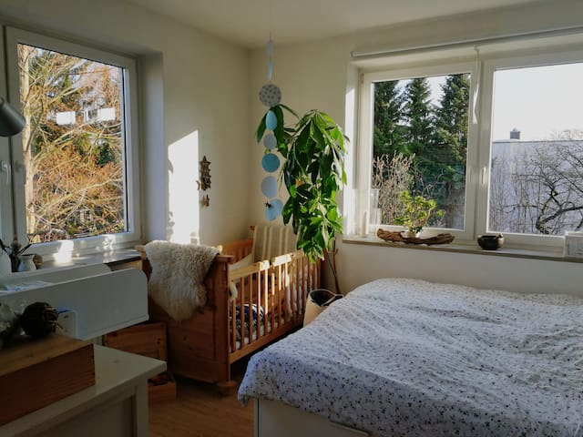 Helle Zimmer im Grünen mit guter Anbindung nach HH