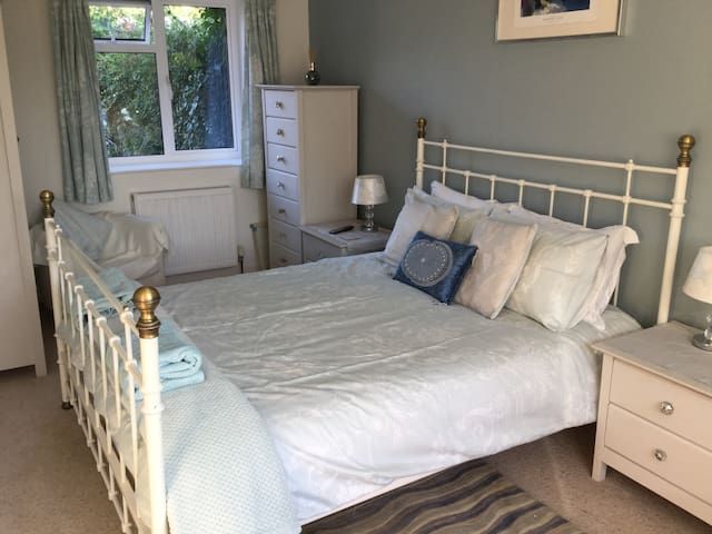 Quiet comfortable renovated coachouse nr Bath
