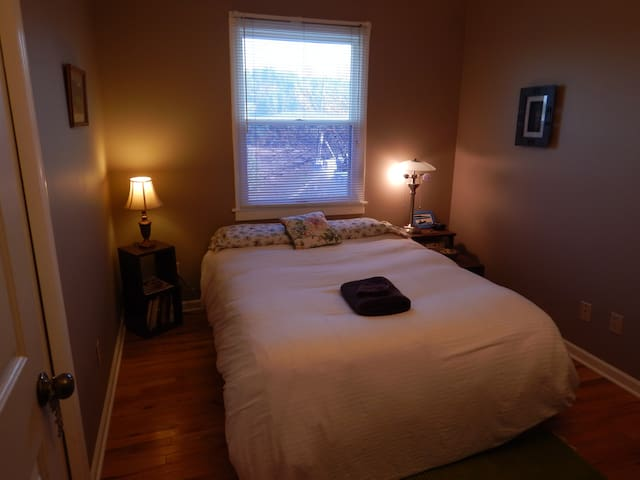 Comfortable, Quiet with Valley View - Petoskey - Hus