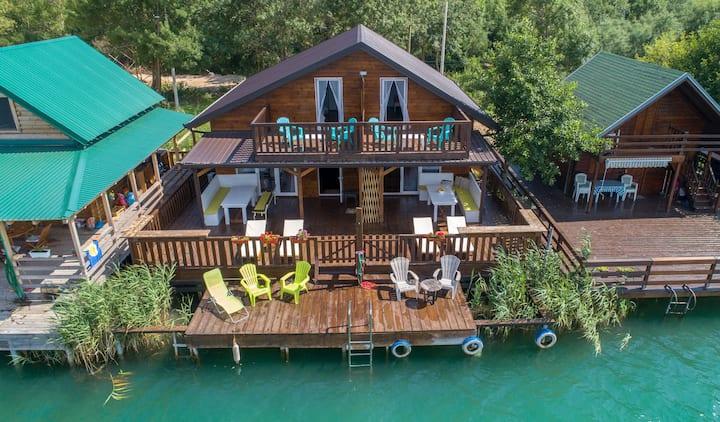 Hakuna Matata 1 luxury spacious oasis on the river