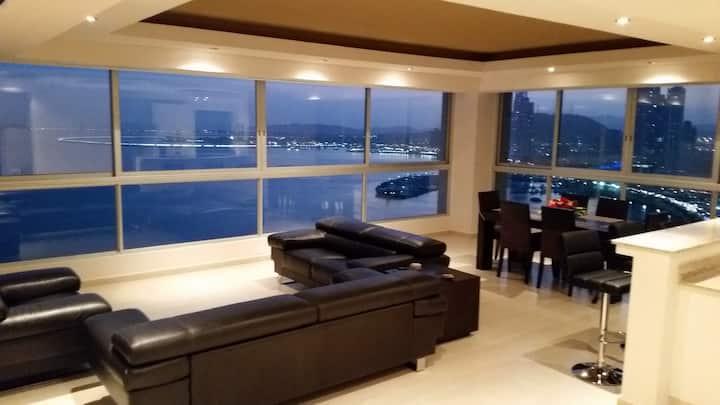 Ocean Front, Super view, Next to Hilton, WIFI