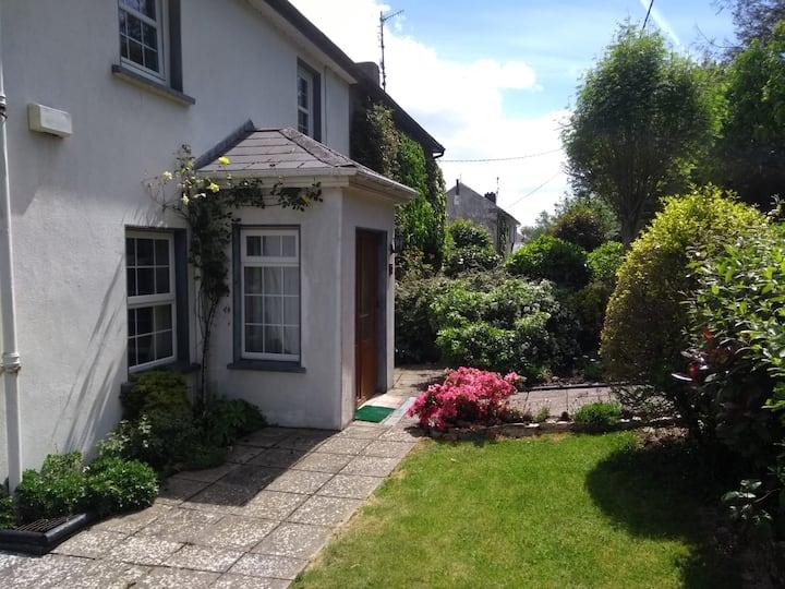 The Corner House - family friendly house & garden