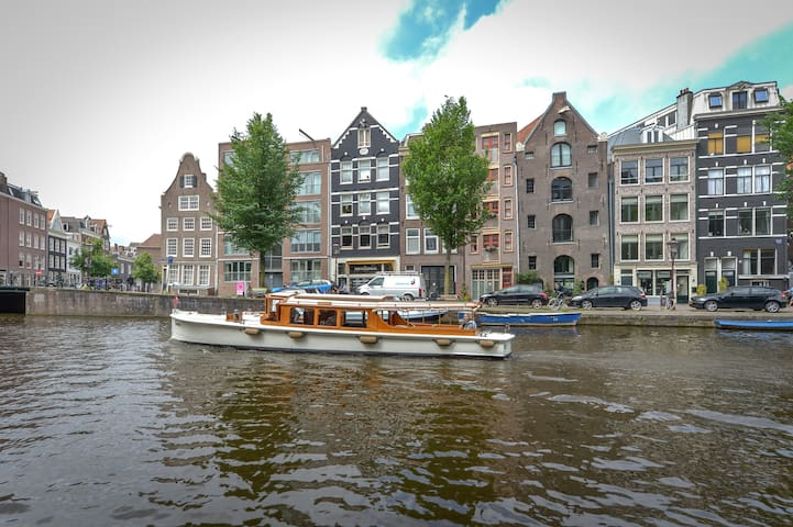 TOP LOCATION CANAL VIEW