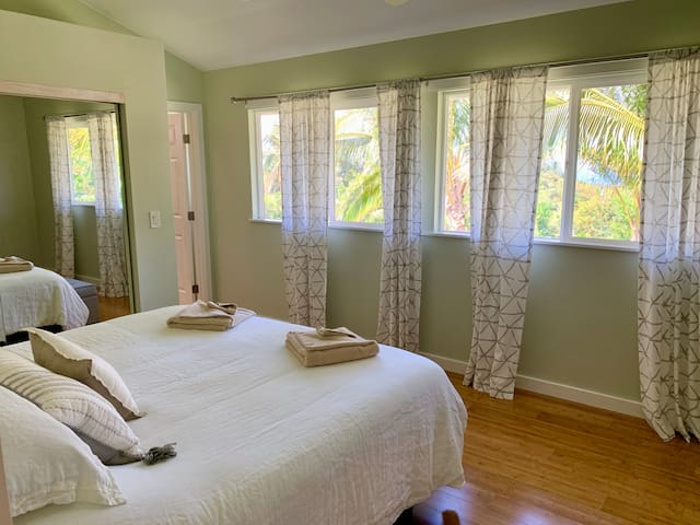 Luxury 2 Bedroom w/ Expansive Patio on North Shore