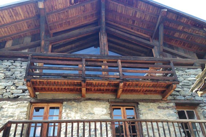 Chalet rustique dans un village classé - Sainte-Foy-Tarentaise - House