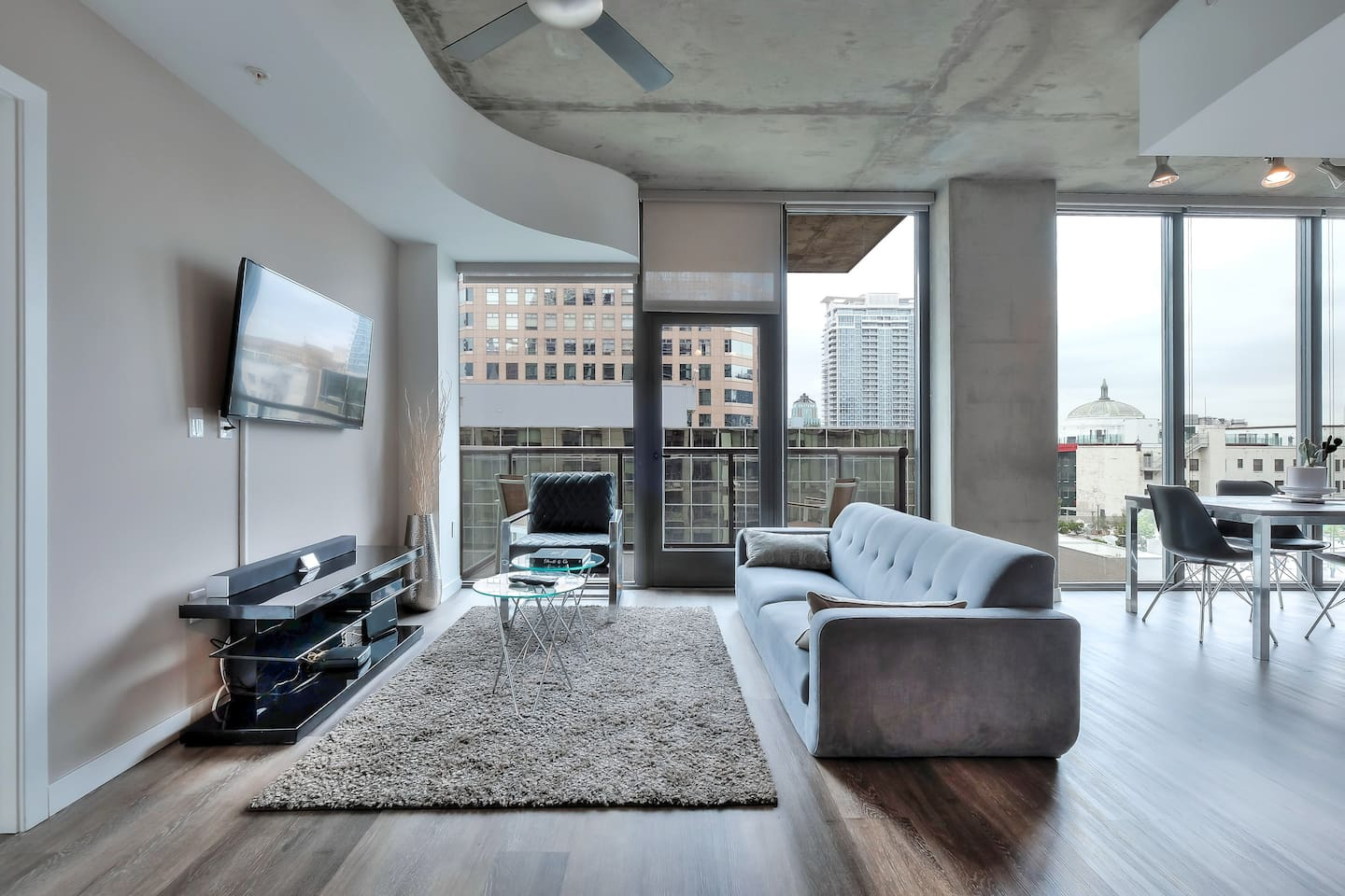 Welcome Home! 2BR/2BA Urban Flat with Stunning City Views!