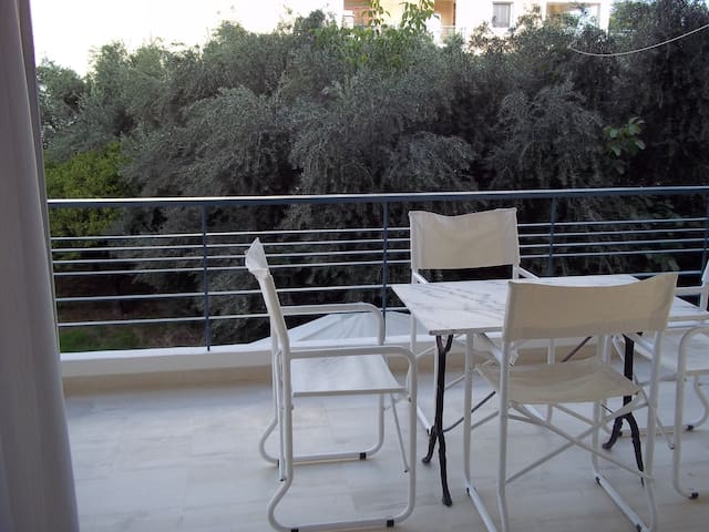 Quiet apartment near the port and the marina - Kalamata