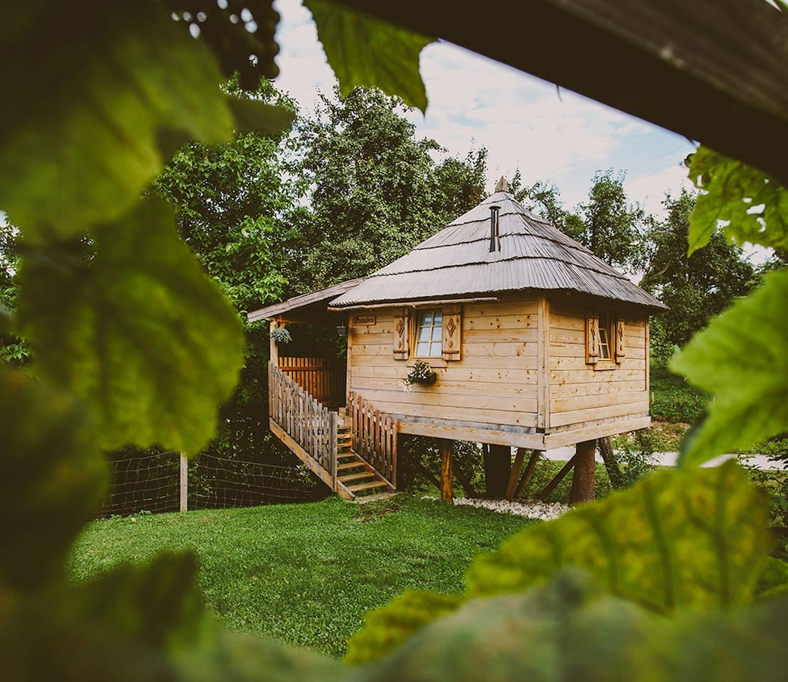 Treehouse - Experience of true romance by the fireplace and enjoy the magic of the tree canopy, far from the stress and noise of everyday life.