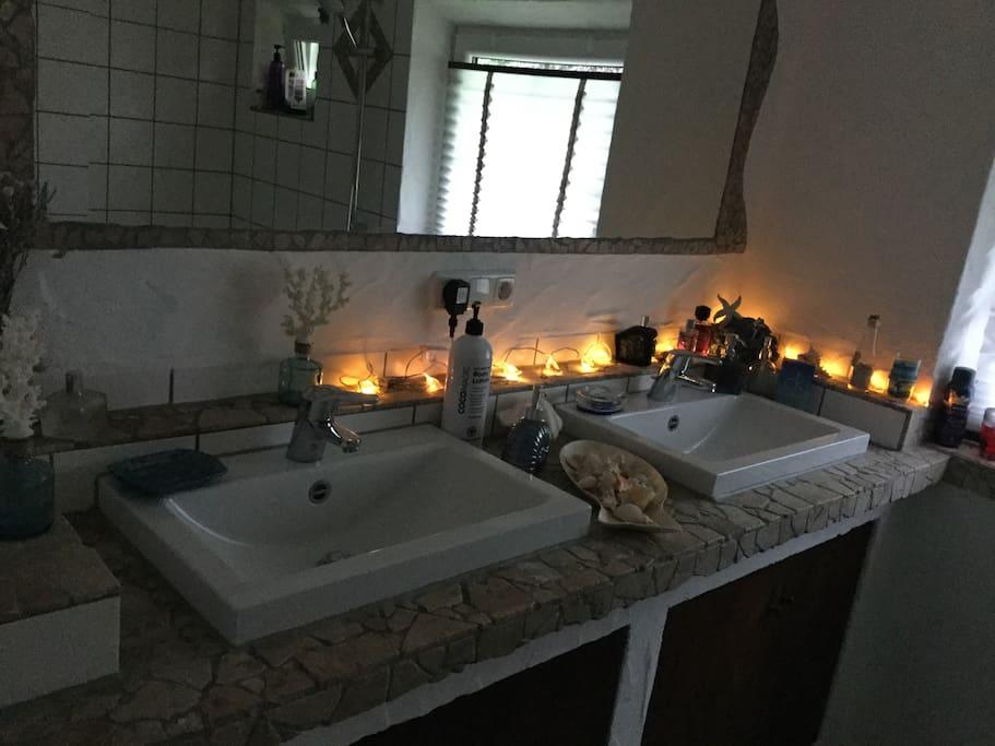 Badezimmer (das geteilt wird)