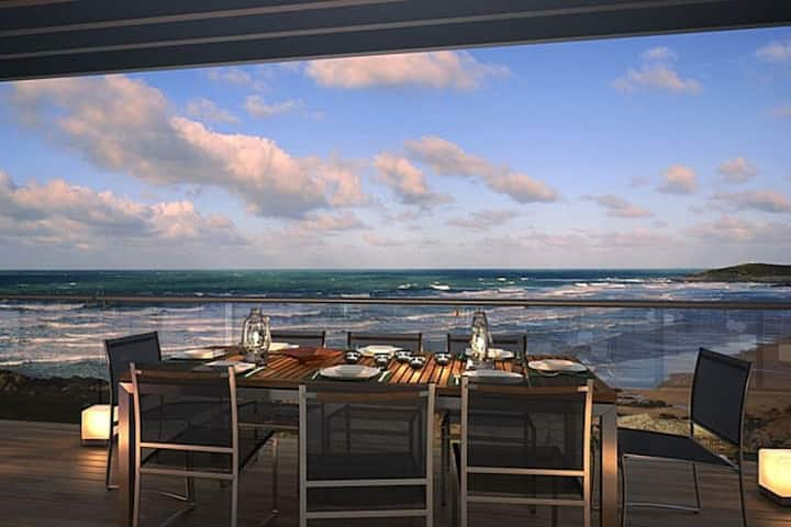 Sea front 2 bed/2 bath apartment - Wow! factor