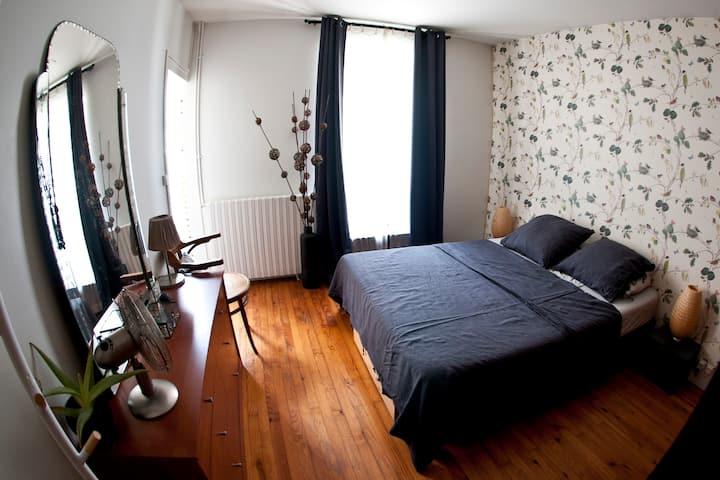 Bordeaux St Michel : chambre privée de 18 m2
