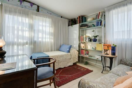 "Camera  ""LUNA""......deliziosa! - Rome - Bed & Breakfast"