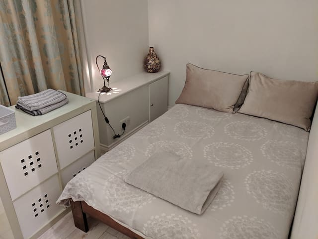 Private single room South Woodford