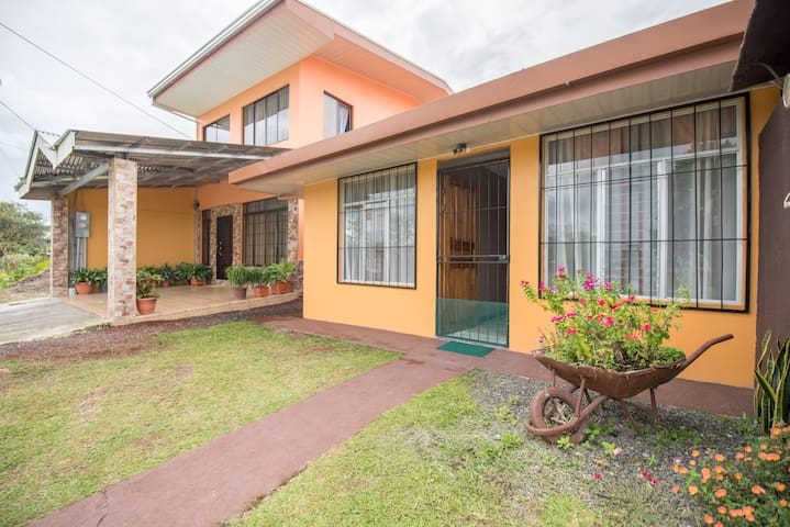 Apartment just 3 minutes walk from the center of La Fortuna