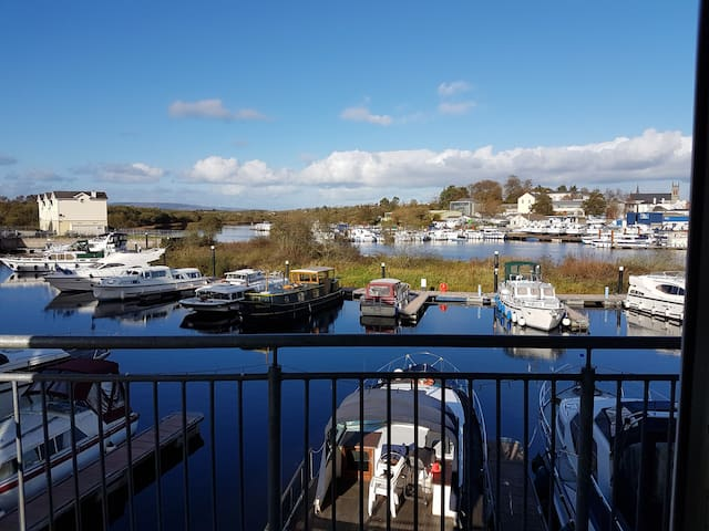 Carrick on Shannon Luxury Waterside Apartment