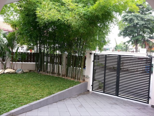 Frontal gate of the property with bamboo cover!
