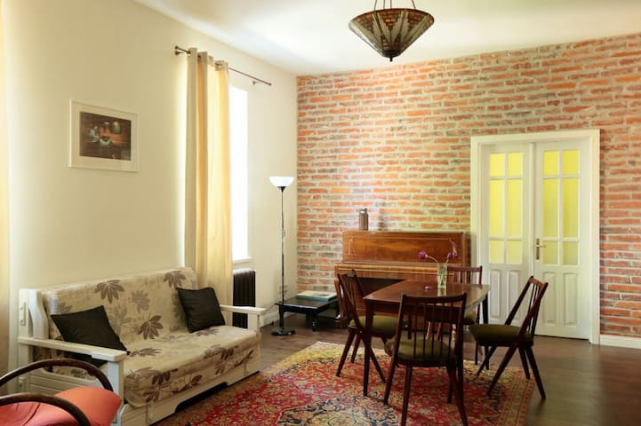 Old Town Authentic Apartment 3 bedrooms+livingroom