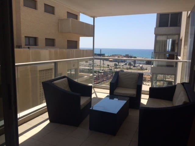 Stunning sea view 2bd sea side! Balcony parking