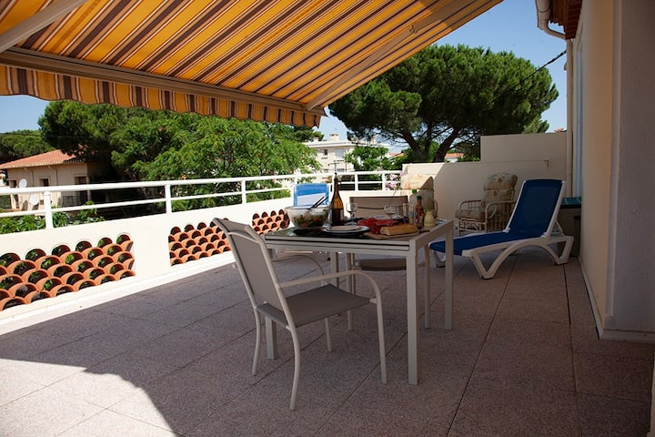 Apartment+pool, parking, 4 min walk to the Med