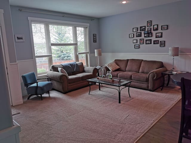 2 separate bedrooms. 5 minute walk from downtown.