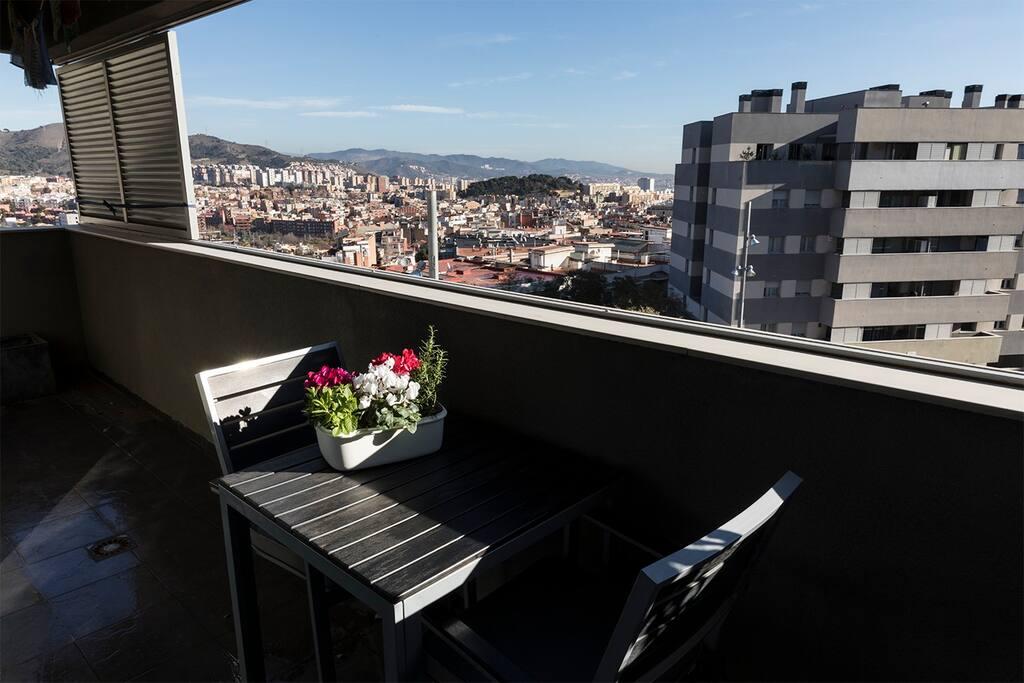 La terraza para desayunar al sol todo el año