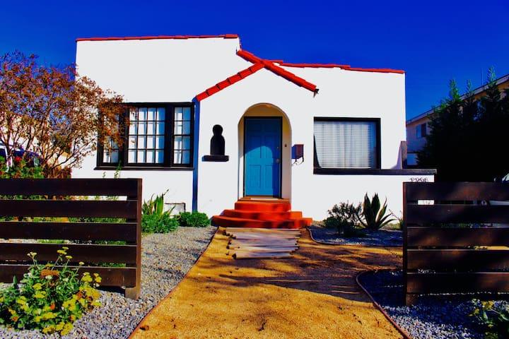 Sunny Long Beach Cozy Retreat + Nice BBQ Backyard!