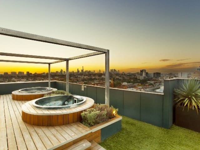 The Heart of Chapel Street - South Yarra - Appartement
