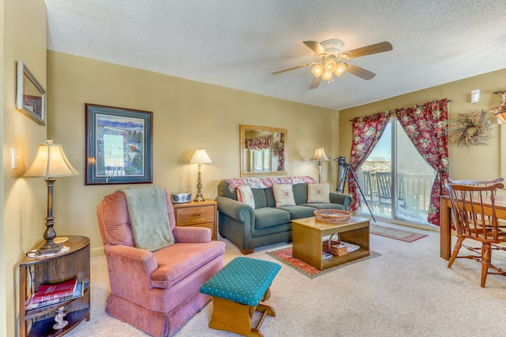 Family friendly condo w/ shared hot tub, pool, high-speed WiFi, & wood fireplace
