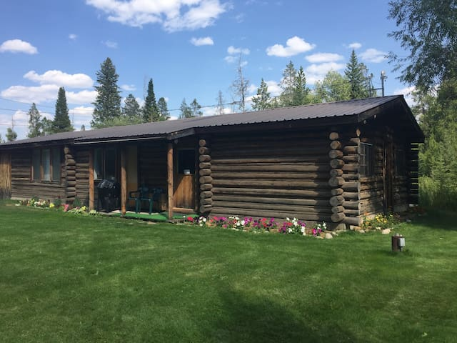 The cabin in the summer. The right side is the cabin that's available for Airbnb, the left side is a permanent residence.
