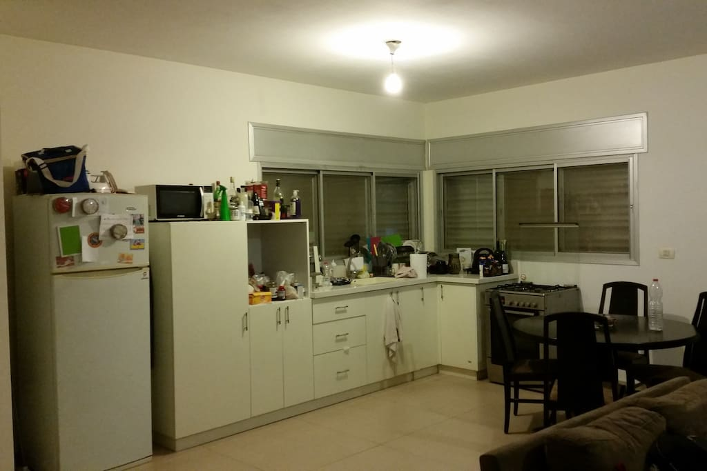 Fully equipped kitchen with dinning room