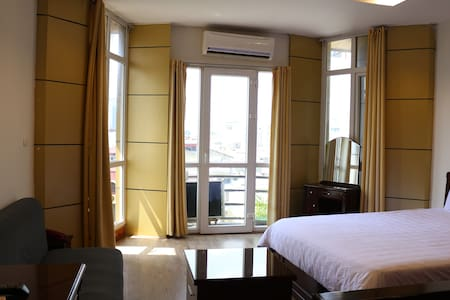 Spacious Serviced Apartment Private Balcony A502 - Apartment