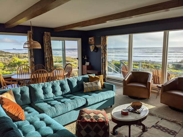 180 degree ocean views inside and out.