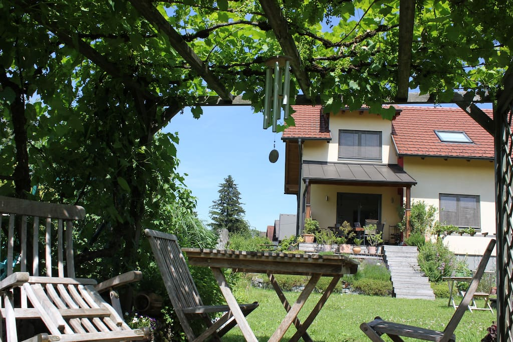 Garten mit Laube / Garden with relaxing space