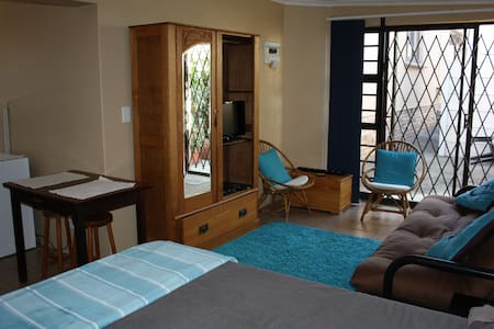 Private Self-catering Bachelor's Apartment - Cape Town