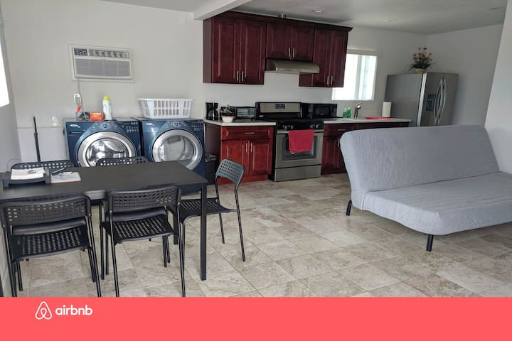 SDairbnb 1BR/1BA Guest House Homestay EZ Check-in