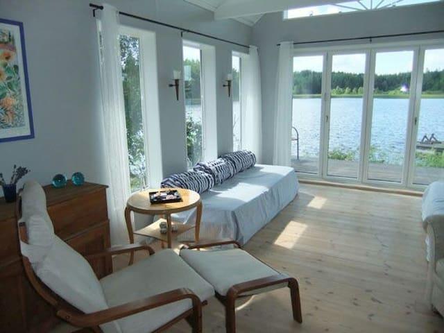 Stuga med egen strand i Furuvik - Gävleborgs län - House