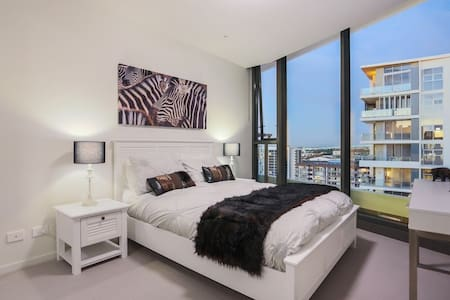 Modern harbourside apartment - Hamilton
