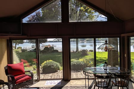 """SERENITY COTTAGE"" Picturesque lake front w/3 bdr!"