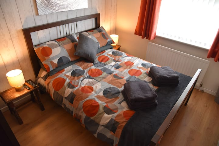 Adair House Ballymena Centre (double bed, room 2)